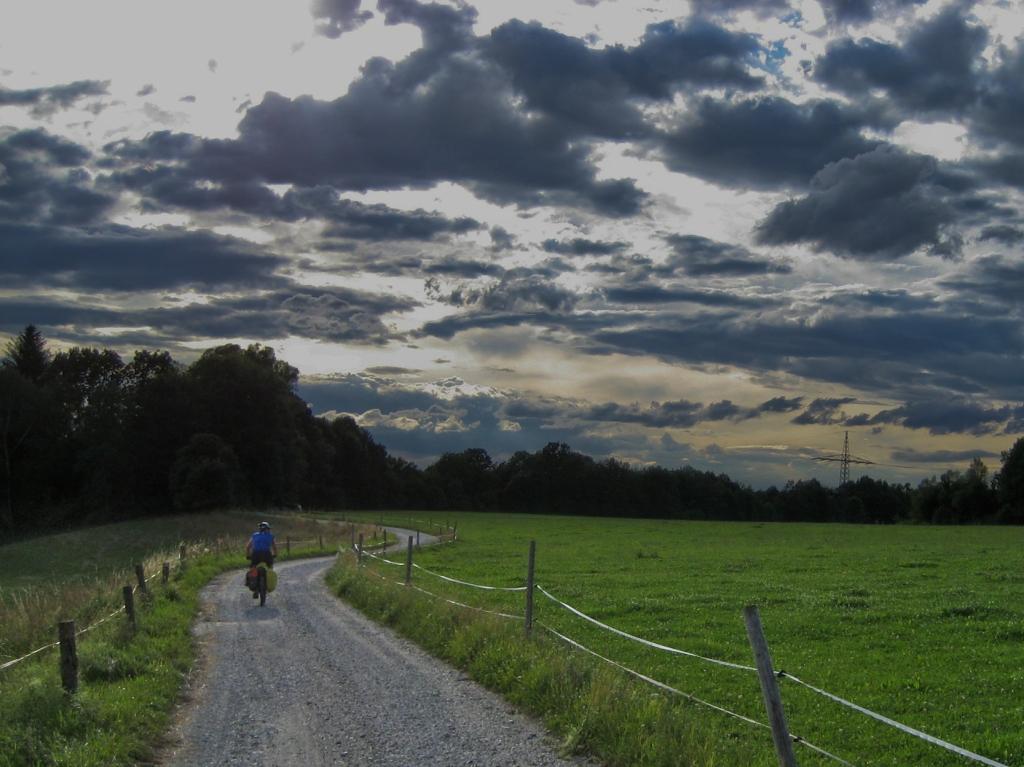 Ciclando al anochecer